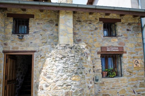 Imagen que muestra el exterior de La Casina del Fornu