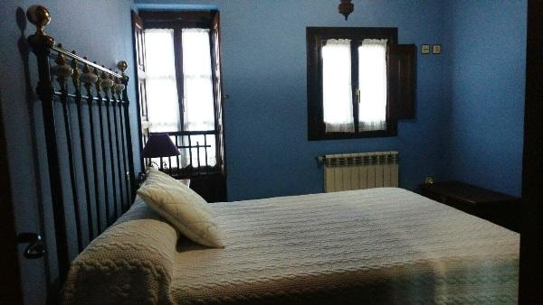 Imagen que muestra una habitación matrimonial de la casona II