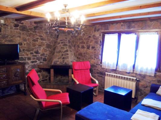 Imagen que muestra el salón de la casona II